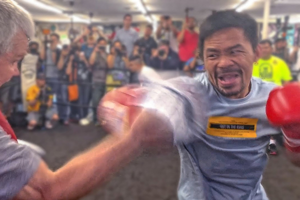 Manny Pacquiao world's most dangerous 40-year-old smashes the pads (video)