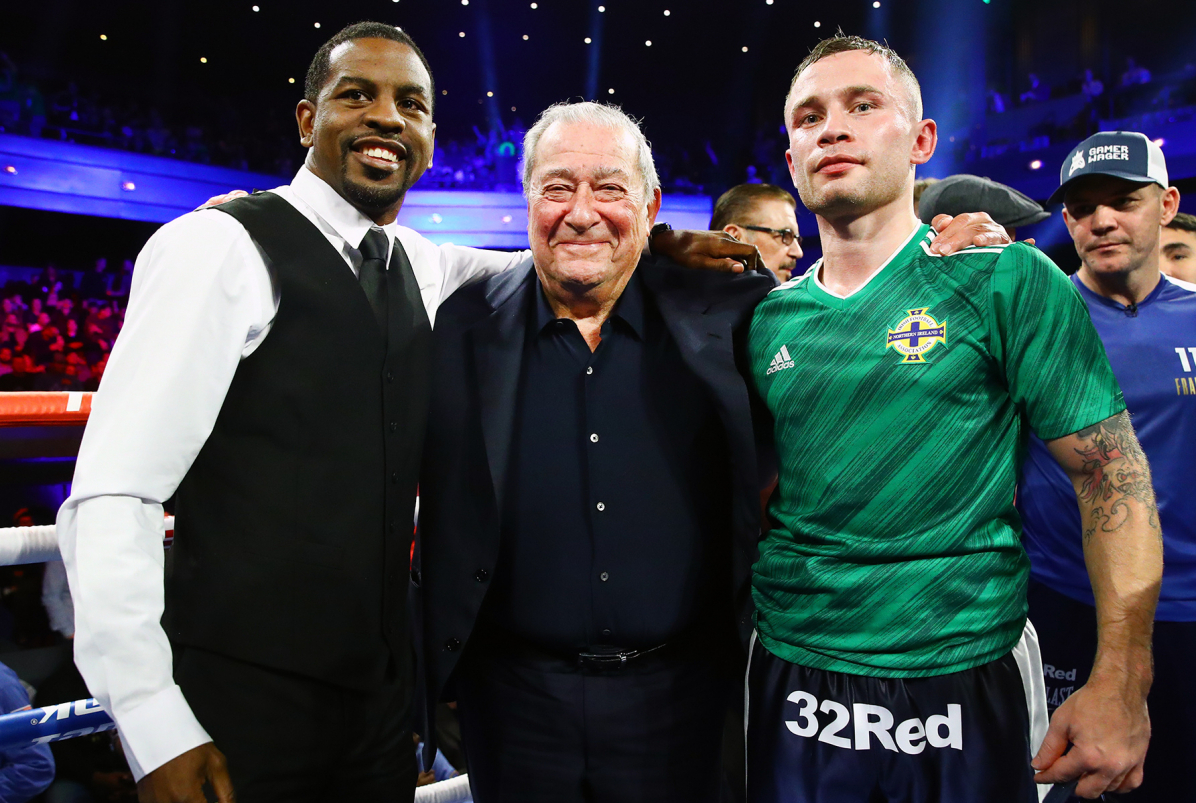 Herring (left), promoter Bob Arum and Frampton (Mikey Williams/Top Rank)