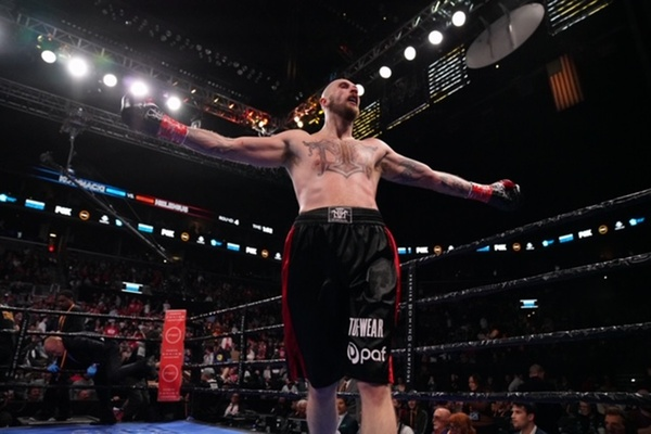 Robert Helenius drops and stops Adam Kownacki