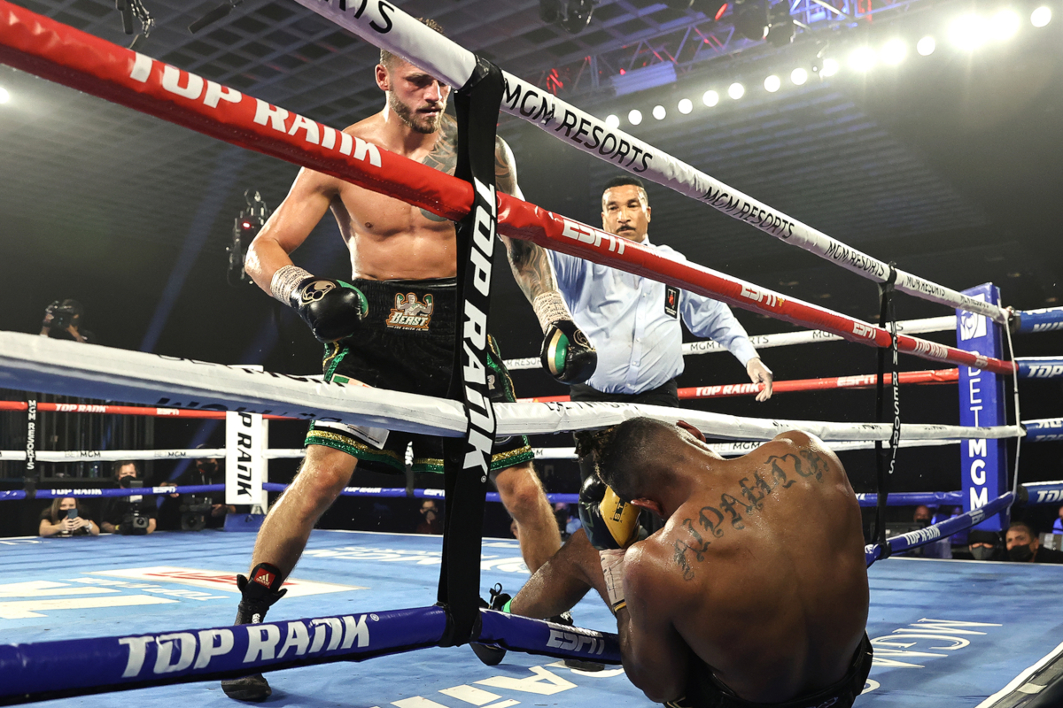 Eleider Alvarez knocked out by Joe Smith Jr (Mikey Williams/Top Rank)