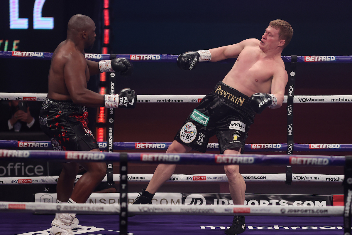 Alexander Povetkin vs Dillian Whyte 2 action (Mark Robinson/Matchroom)