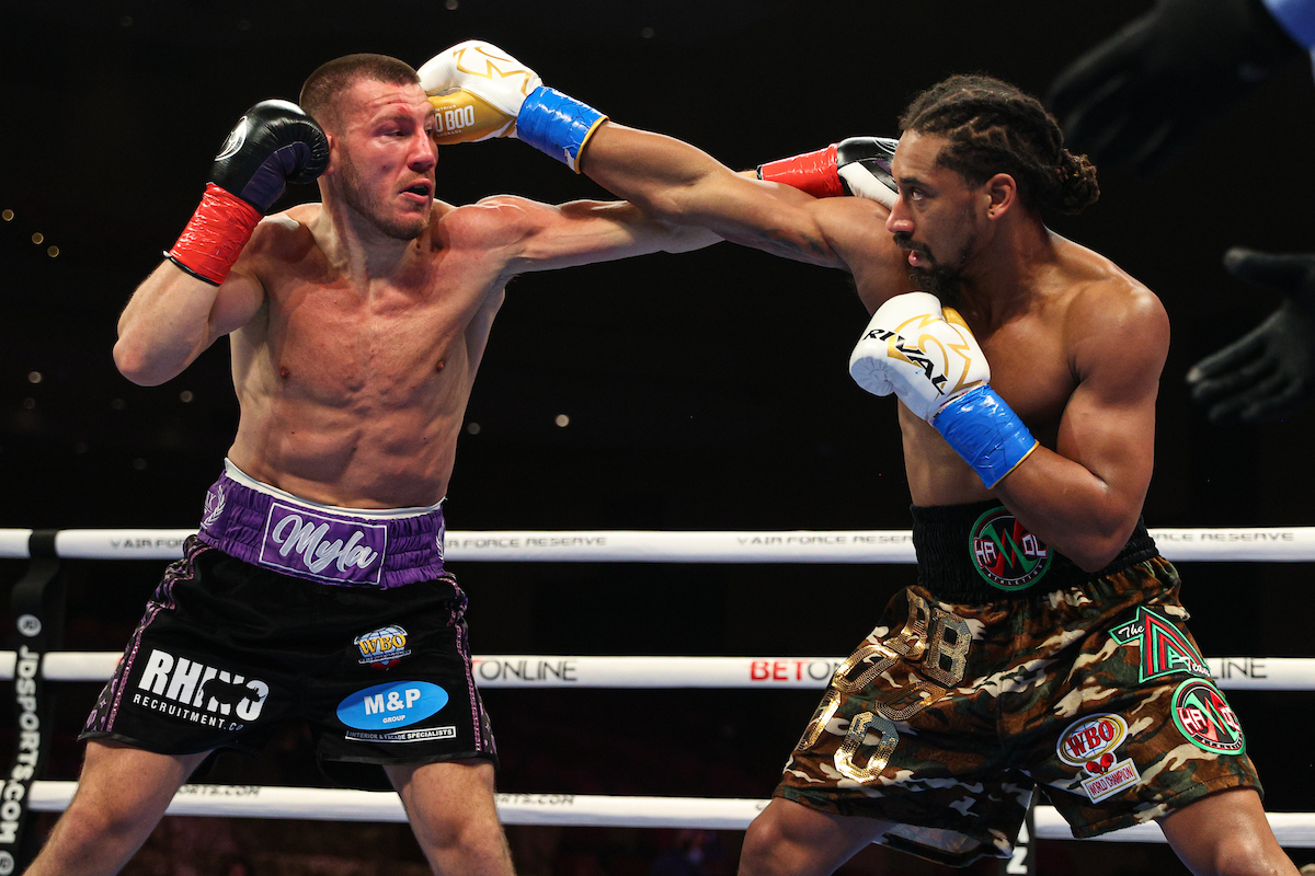 Demetrius Andrade vs Liam Williams action (Ed Mulholland/Matchroom Boxing USA)