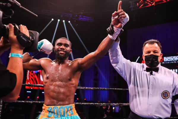 Jaron Ennis makes statement, puts the 'Boots' to Sergey Lipinets