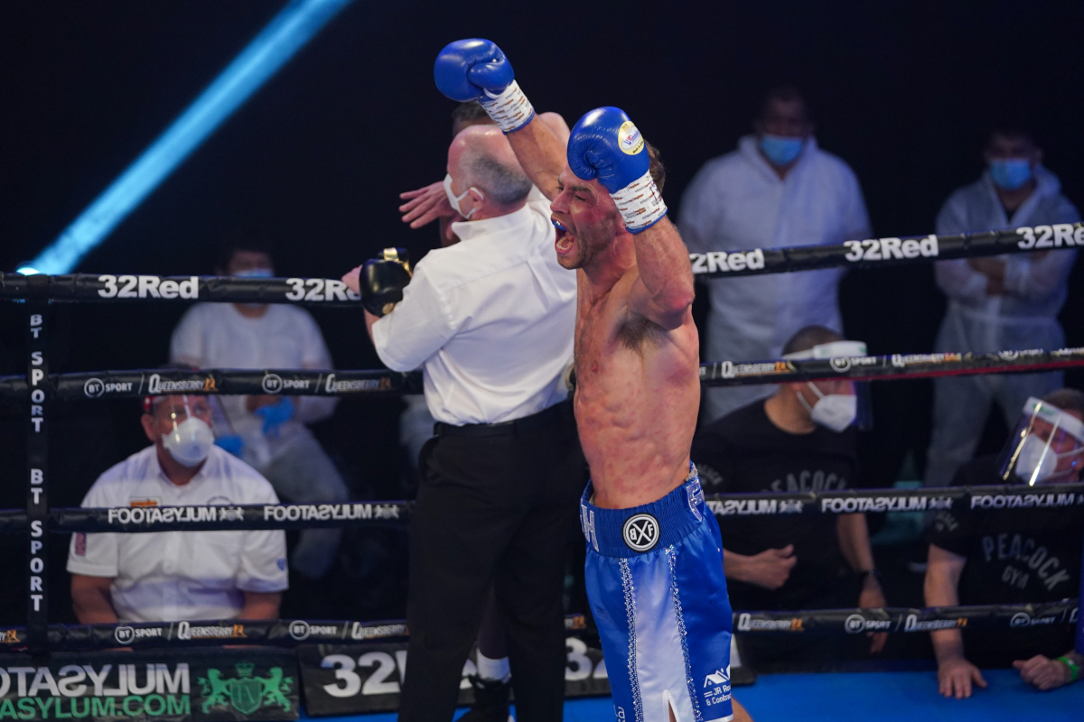 SecondsOut Boxing News - Main News - Felix Cash bludgeons Denzel Bentley to  early defeat, becomes a double champion