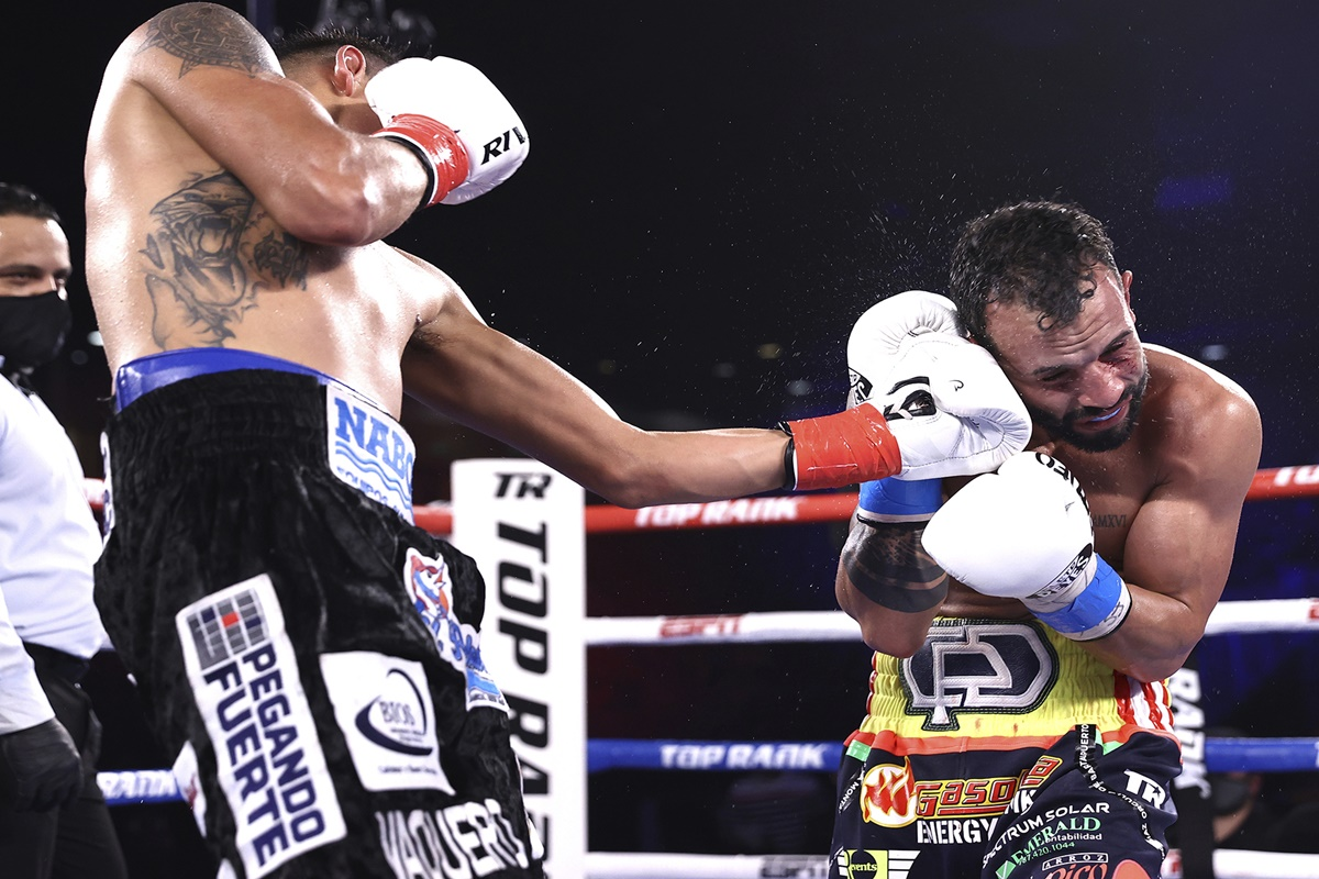 Navarrete wins photo by Mikey Williams - Top Rank
