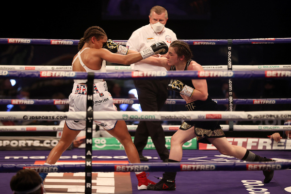Undisputed lightweight champion Katie Taylor retains titles with close 10-round decision over Natasha Jonas